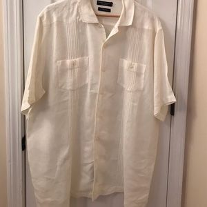 man's button down shortsleeved